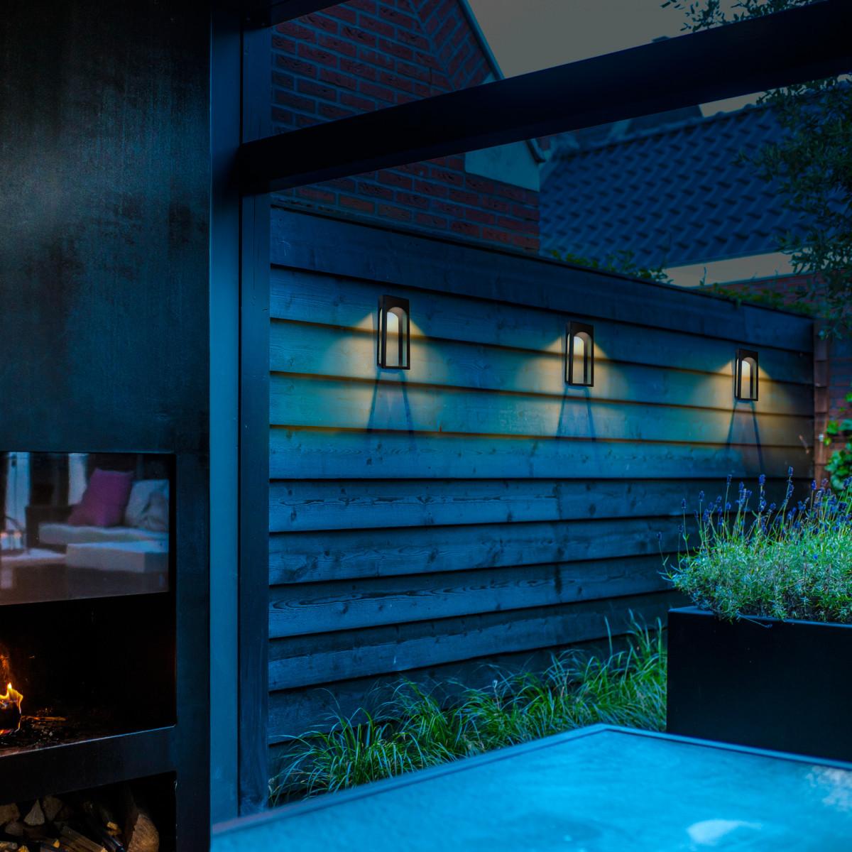 Stimmungs-Beleuchtung im Freien - LED Solar Wandlampe - solarbetriebene Außenlampe