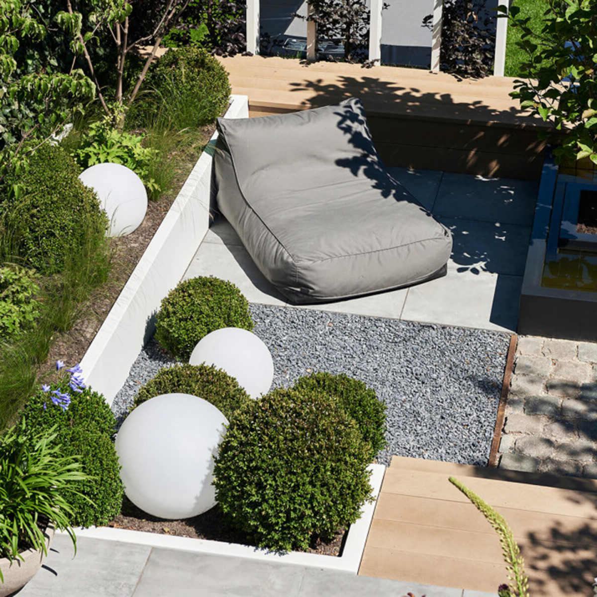 Gartenkugel in weiß - Ø30cm inkl. Erdspieß