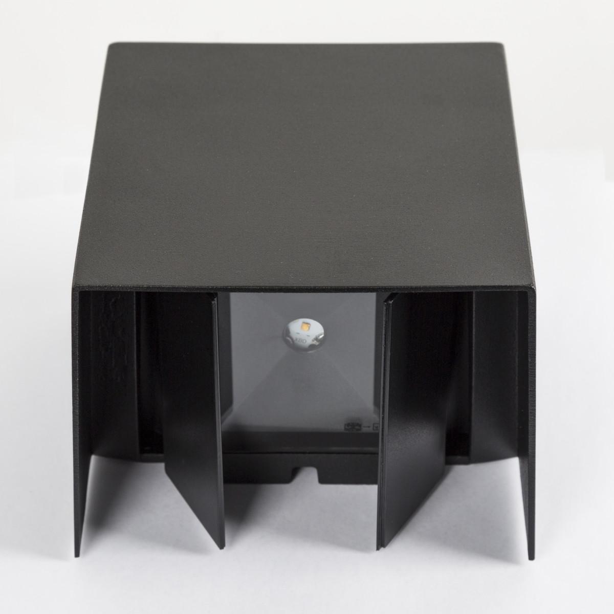 Modernen Wandleuchte Channel II LED Schwarz  Wandstrahler hat 4 Klappen, mit denen Sie sowohl den oberen und unteren Lichtstrahls einstellen können, verbauten LED's